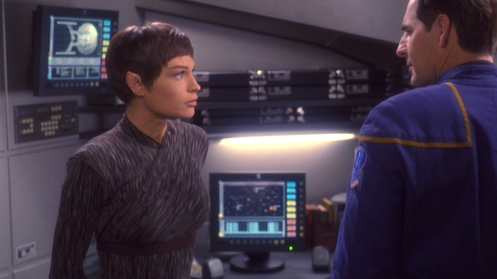 T'Pol and Archer talk at Archer's desk