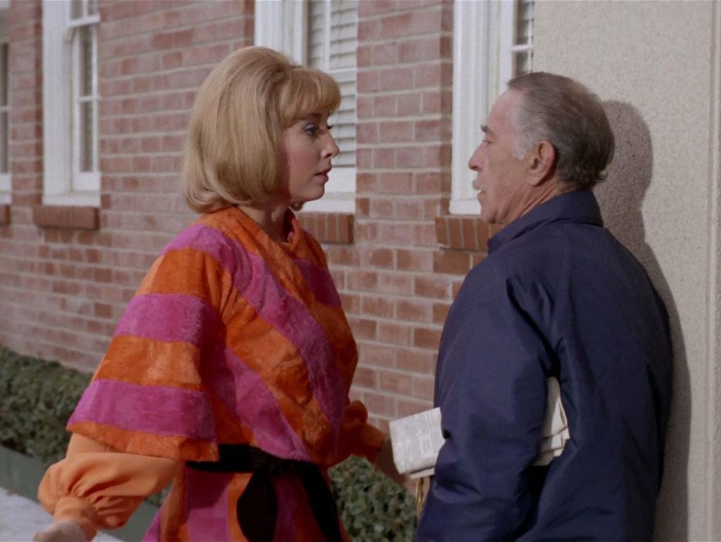 Teri Garr as Roberta Lincoln